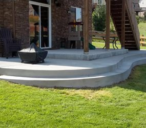 backyard patio and lawn landscaping
